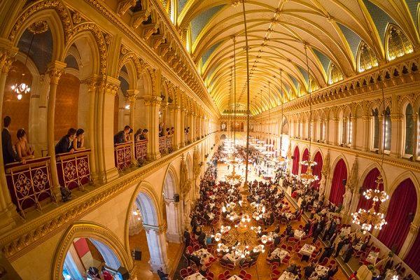 Fest-Saal im Wiener Rathaus von der Galerie